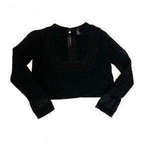Black long sleeve shirt, crop top